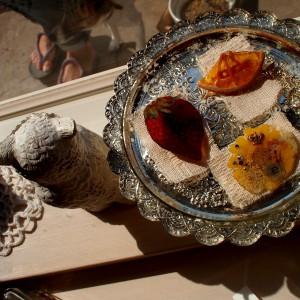 本物の果物や花を閉じ込めたジューシーなアクセサリー