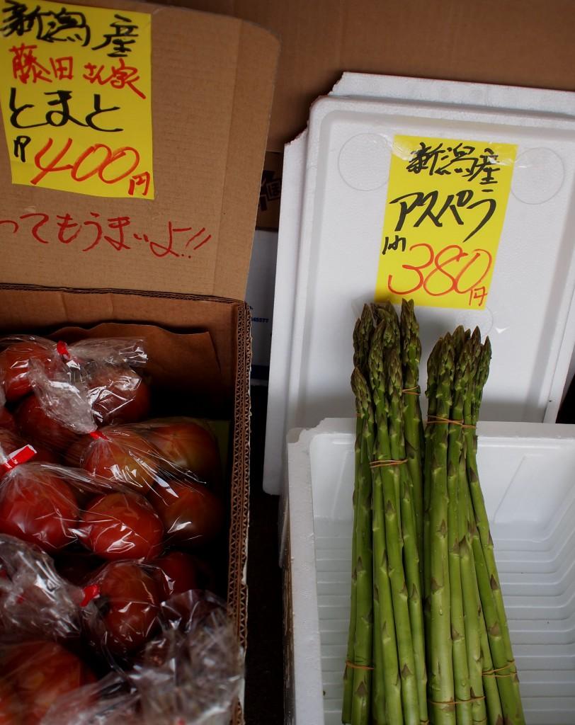 佐藤青果の藤田さん家のトマトと巨大地物アスパラは人気者
