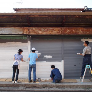 2012年、青人窯にてペンキ塗り