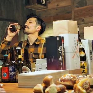 小島さんも飲みます。