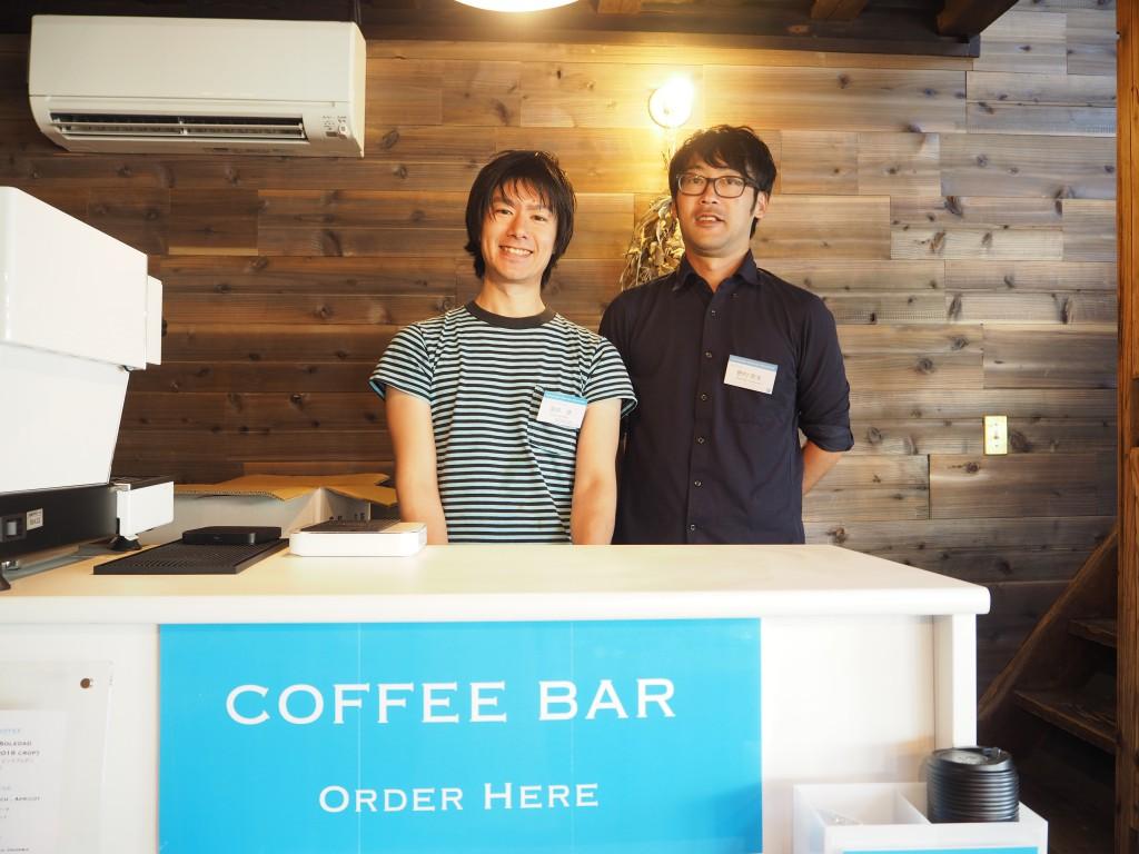 カドではコーヒー屋さんが1階に。
